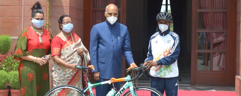 The President of India, Shri Ram Nath Kovind gifting a racing bicycle to a struggling school boy Riyaz, who dreams of excelling as cyclist, at Rashtrapati Bhavan on July 31, 2020.