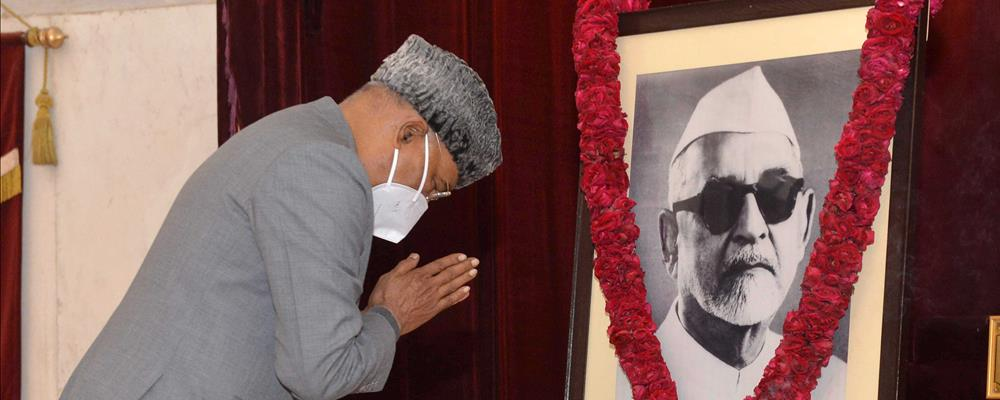 The President of India, Shri Ram Nath Kovind paying floral tributes to Dr. Zakir Hussain, Former President of India on the occasion of his Birth Anniversary at Rashtrapati Bhavan on February 8, 2021.